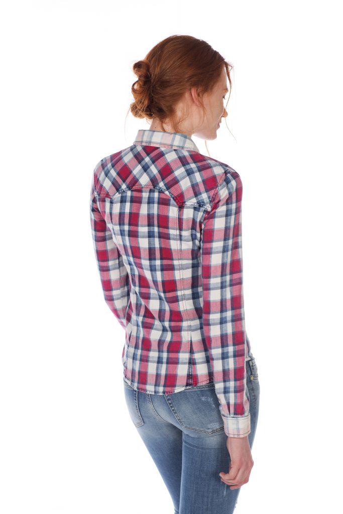 チェックのシャツ